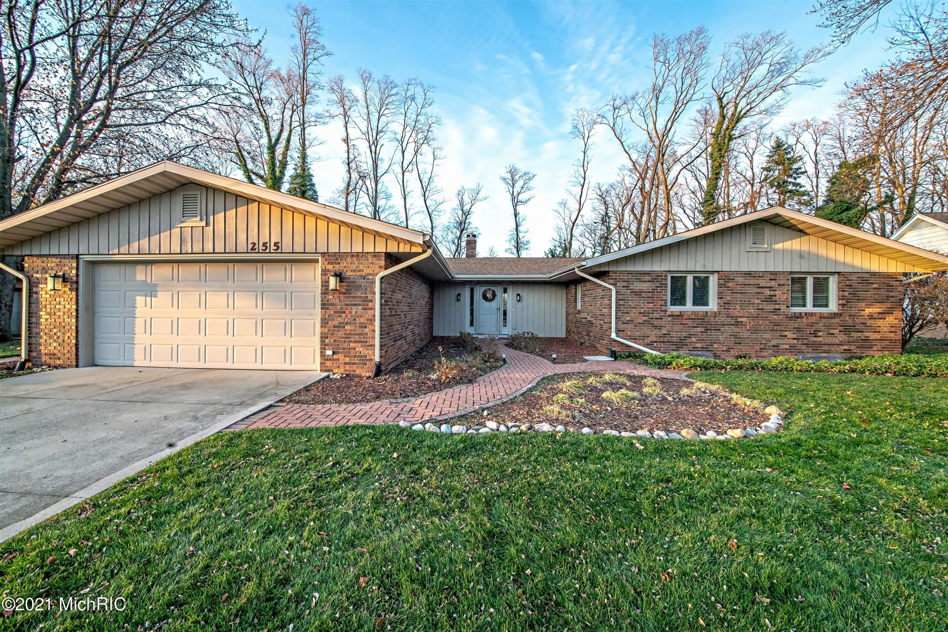 255 N Bluffwood Terrace, Saint Joseph, MI 49085 - MLS#: 21000177