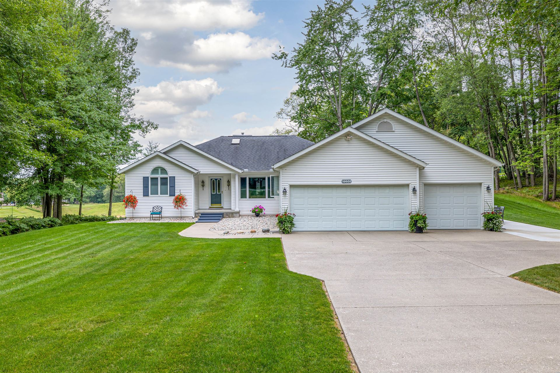 9356 E Circle Drive, Canadian Lakes, MI 49346 - MLS#: 21102190