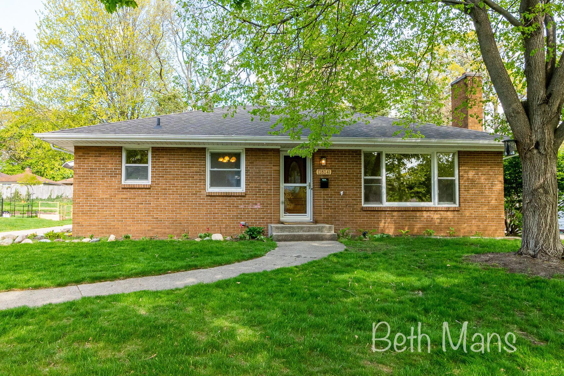 1814 Emerald Avenue NE, Grand Rapids, MI 49505 - MLS#: 21016195
