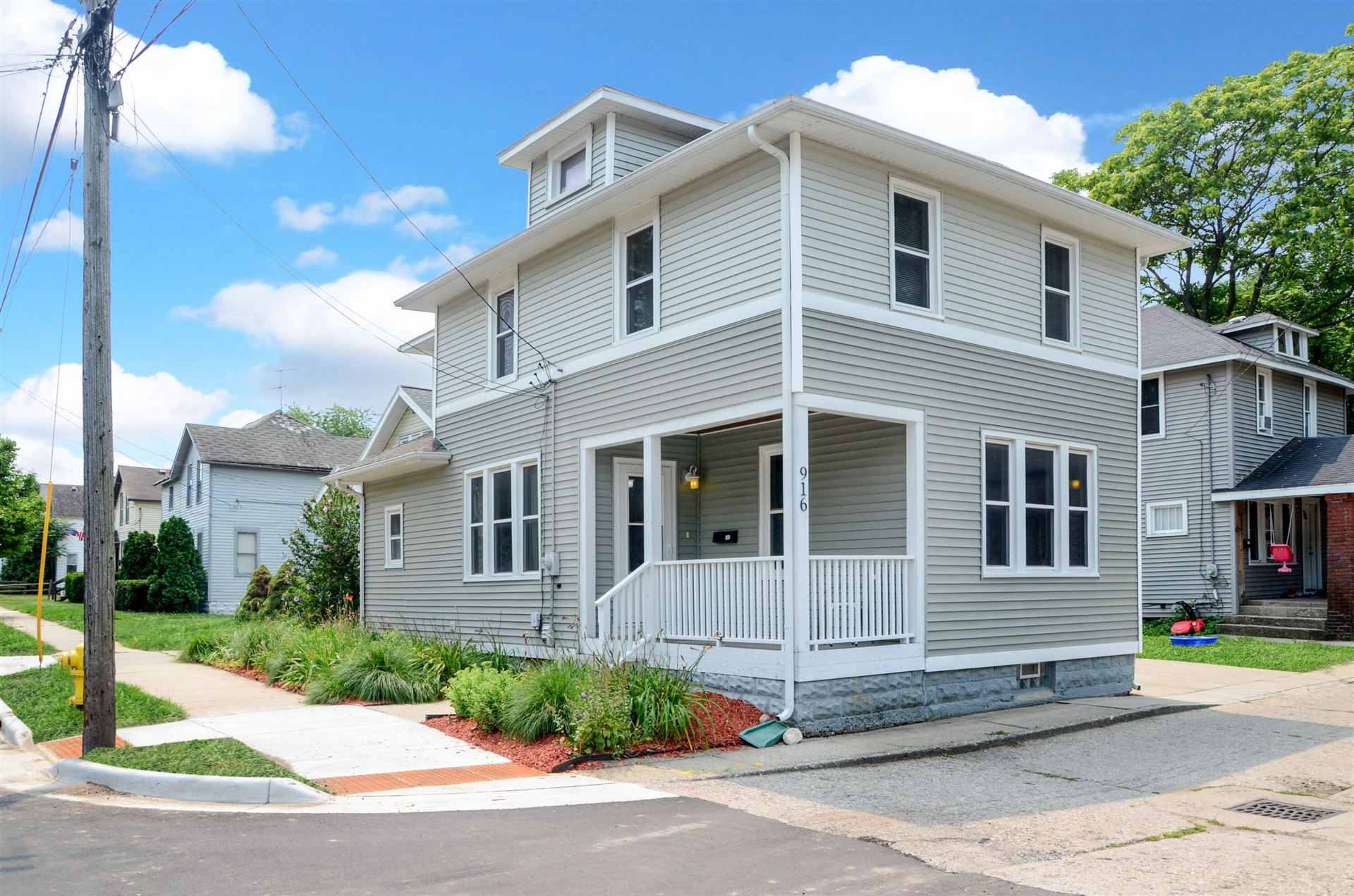 916 Zeeland Court NE, Grand Rapids, MI 49503 - MLS#: 21070208