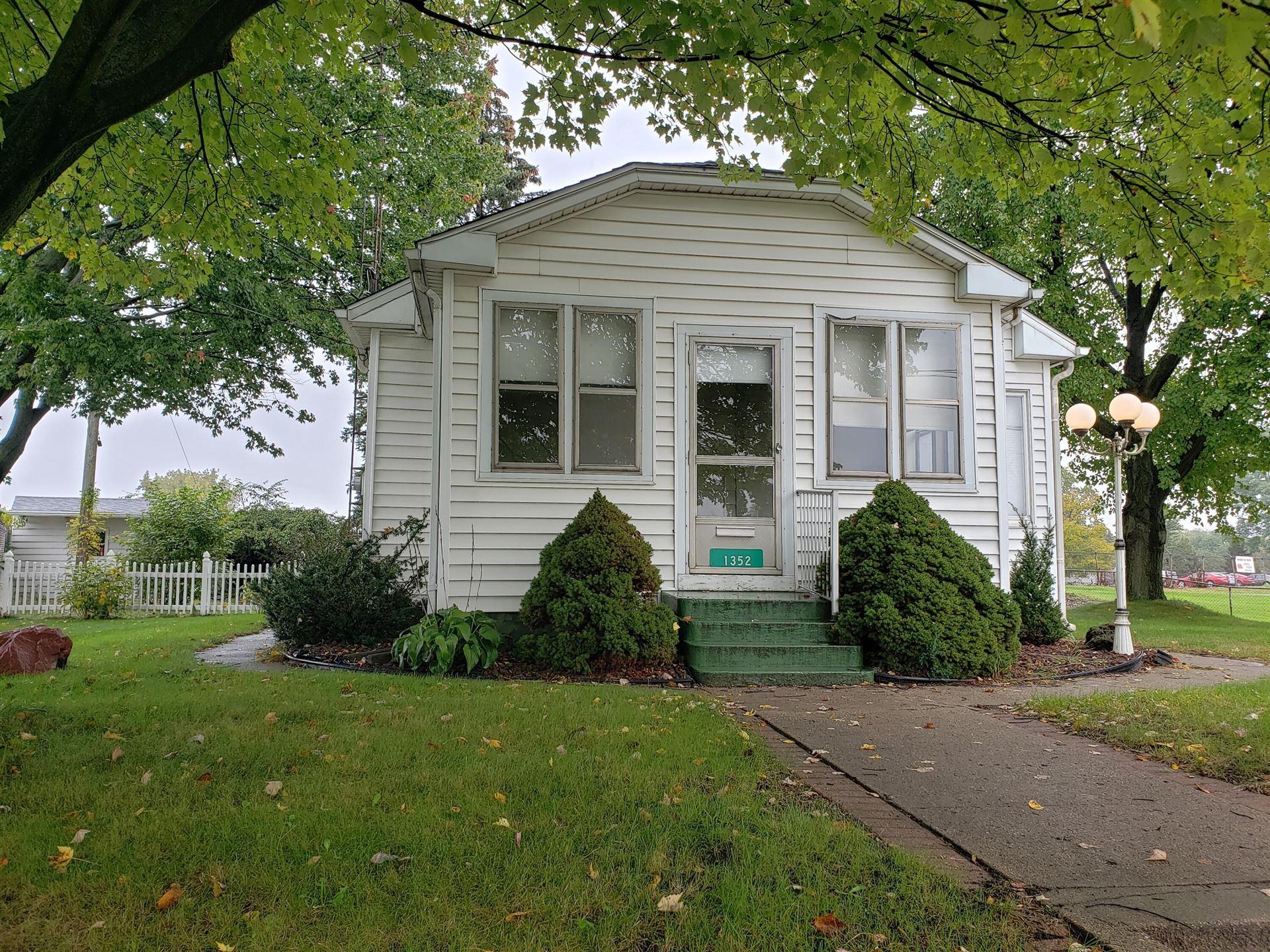 1352 Page Avenue, Jackson, MI 49203 - MLS#: 21111219