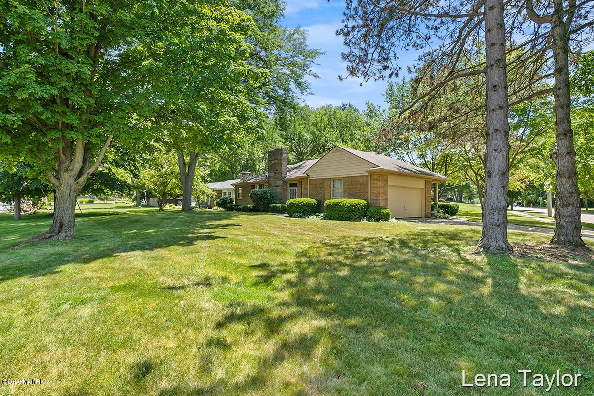 Photo of 250 Manhattan Road SE, East Grand Rapids, MI 49506 (MLS # 20025225)