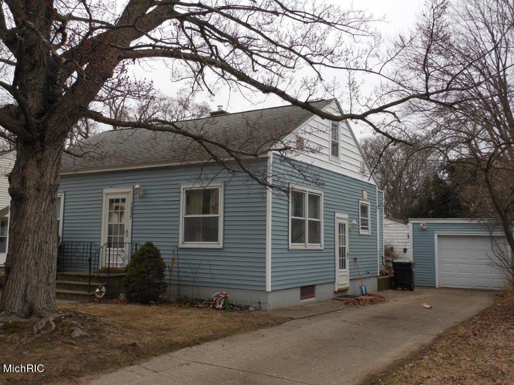 Photo of 1357 Winchester Drive, Muskegon, MI 49441 (MLS # 21005253)