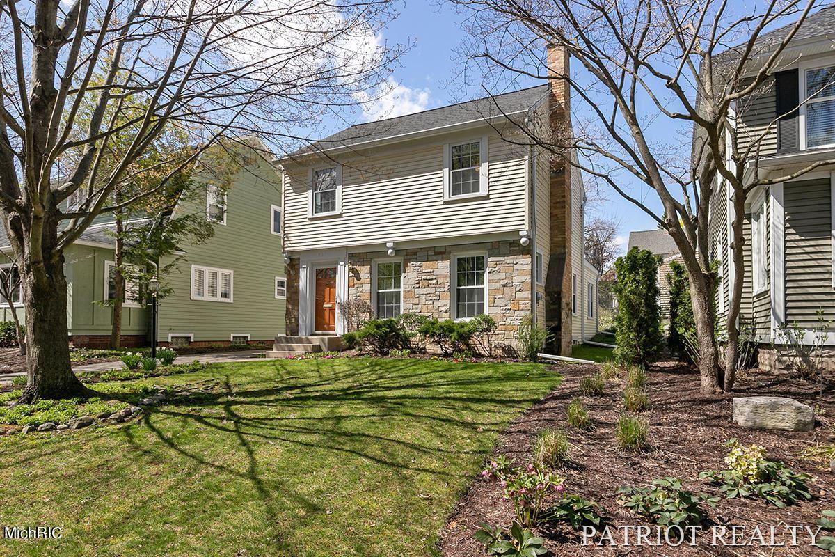 437 Briarwood Avenue SE, East Grand Rapids, MI 49506 - MLS#: 21012262