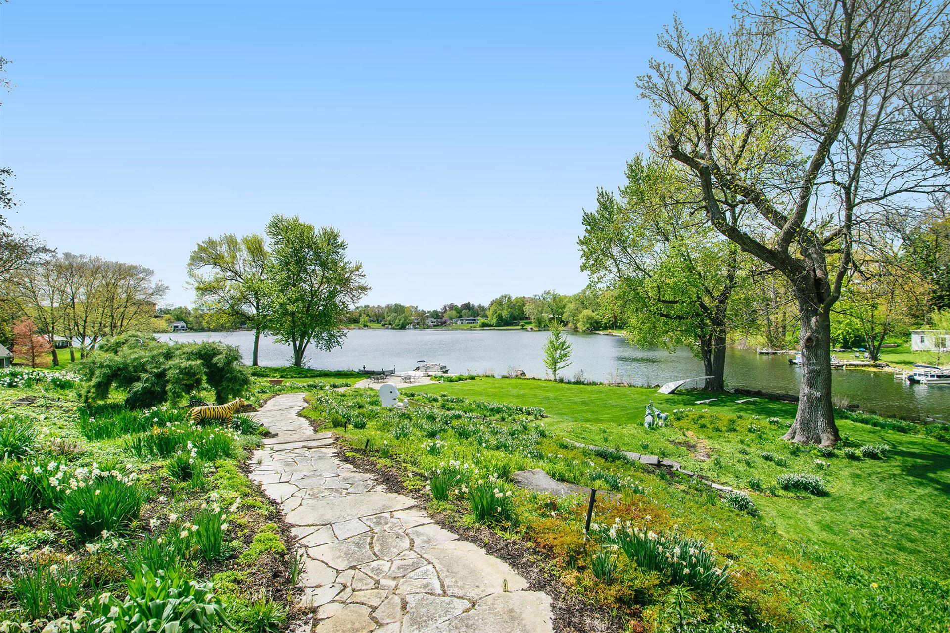 Photo of 325 Lakeside Drive SE, East Grand Rapids, MI 49506 (MLS # 21021262)