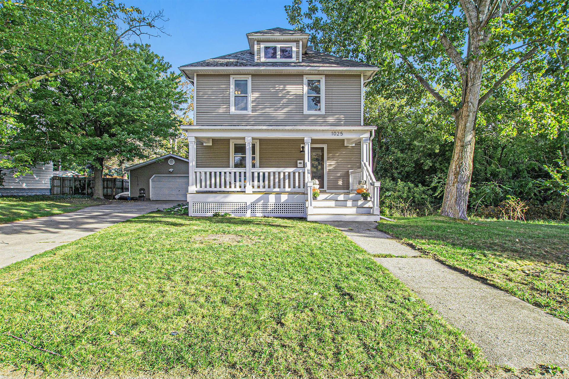 Photo of 1025 Fulton Street, Grand Haven, MI 49417 (MLS # 21108266)