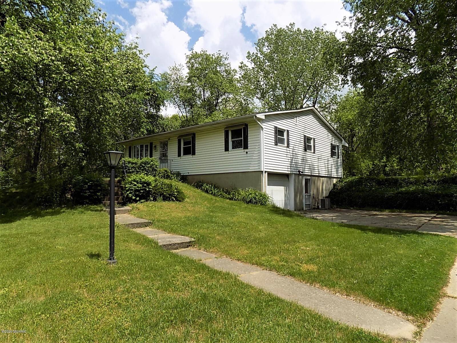 2982 Dean Lake Avenue NE, Grand Rapids, MI 49525 - MLS#: 20019300