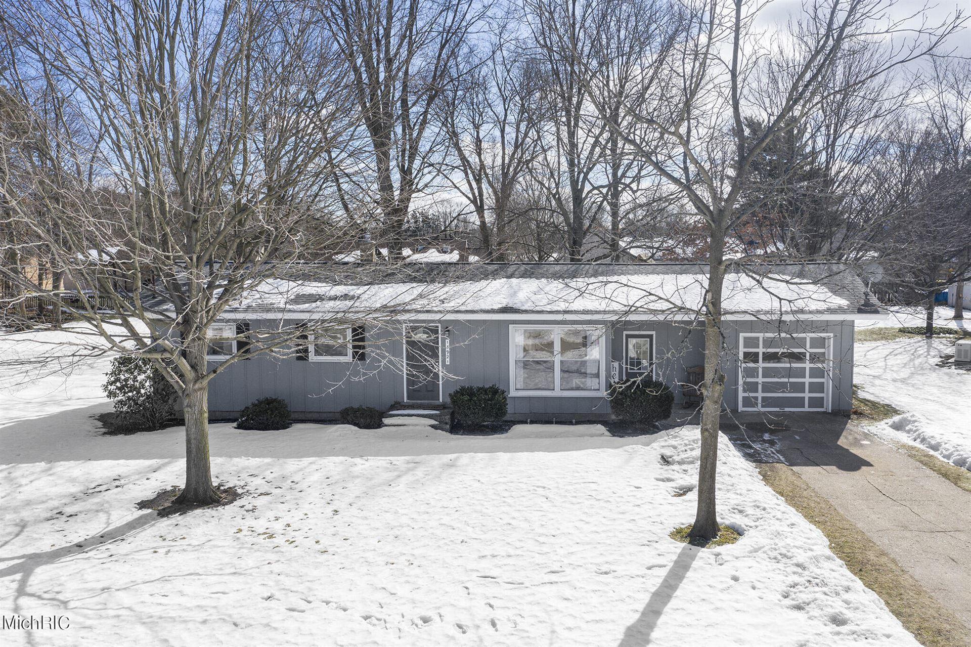 Photo of 13921 Ridgewood Drive, Holland, MI 49424 (MLS # 21006318)