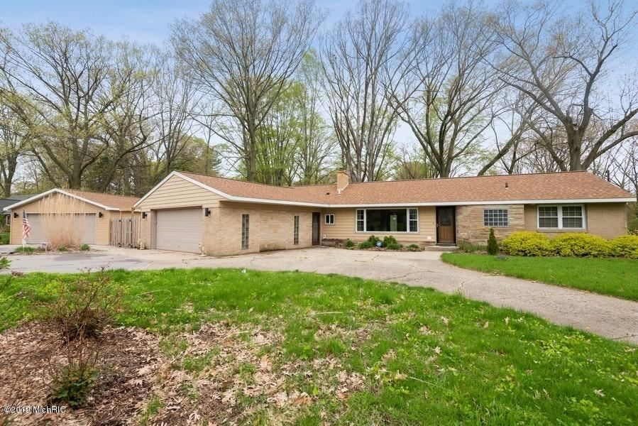 Photo for 4679 Wil-O-Paw Drive, Coloma, MI 49038 (MLS # 19020343)