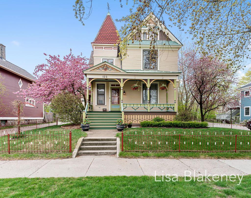 Photo of 122 Franklin Avenue, Grand Haven, MI 49417 (MLS # 21015364)