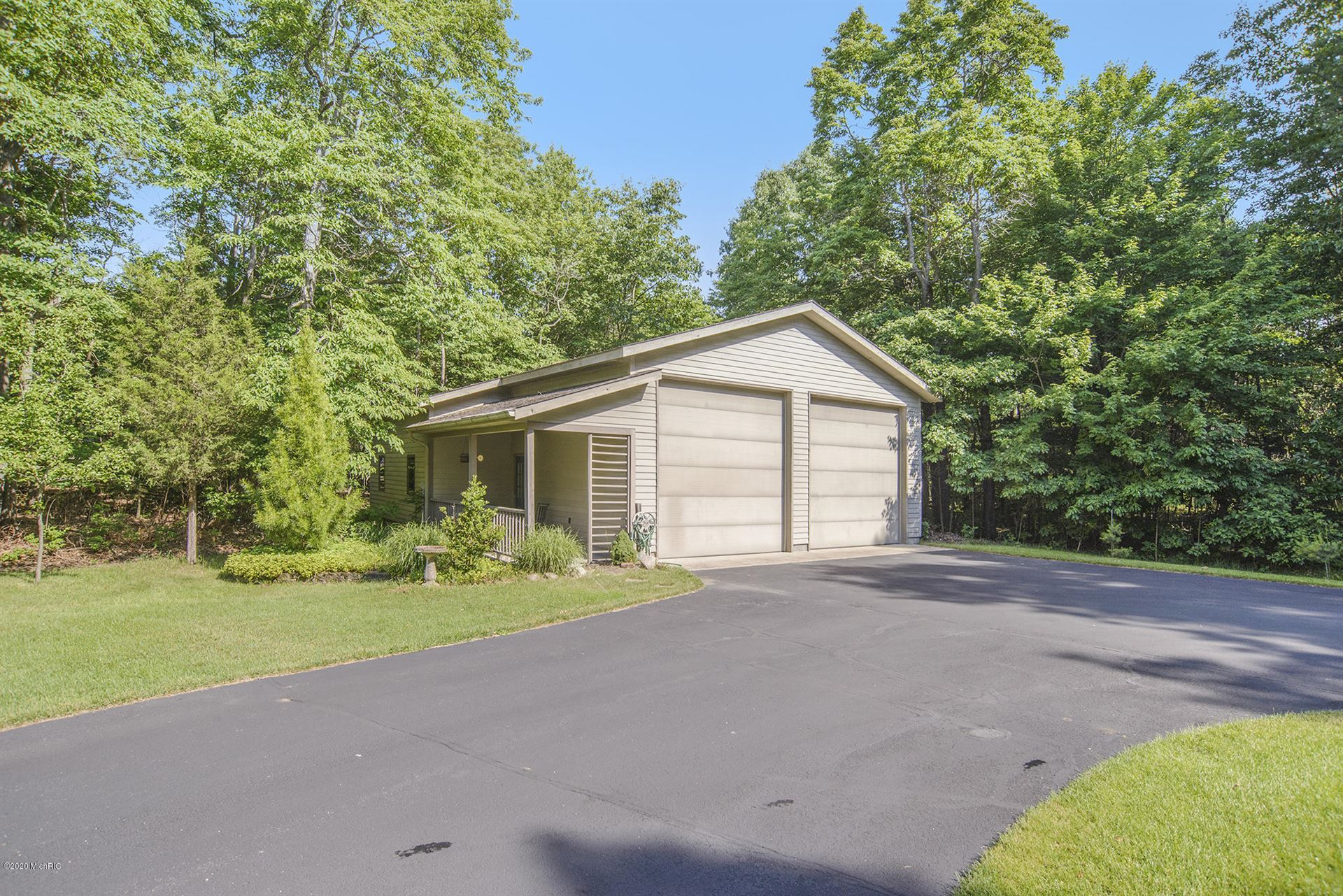 Photo of 6538 Creekwood Drive, Holland, MI 49423 (MLS # 20007395)