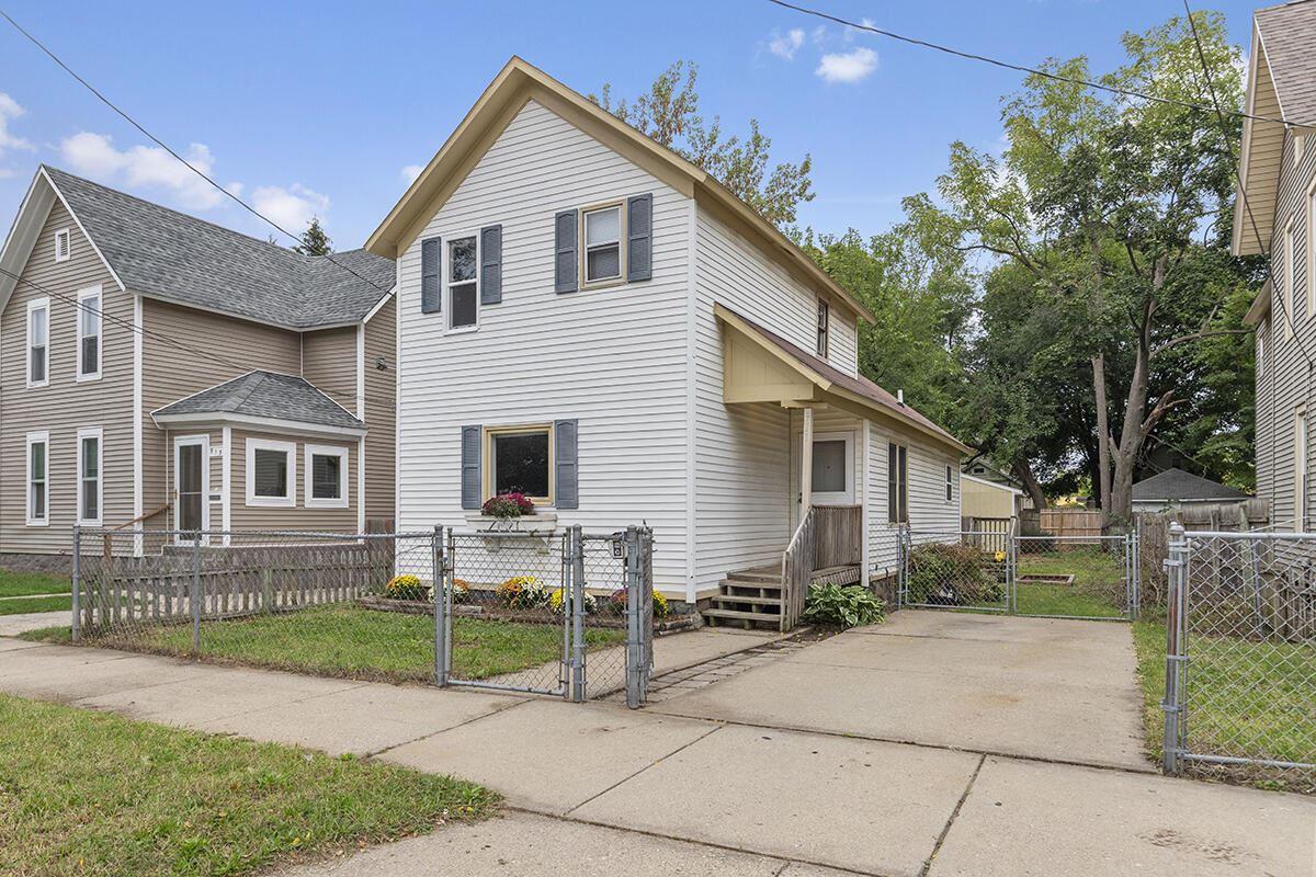 911 Chatham Street NW, Grand Rapids, MI 49504 - MLS#: 21109399