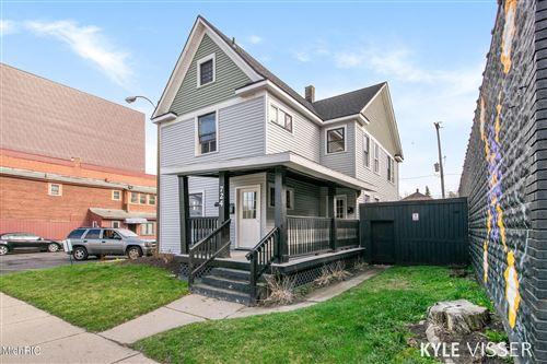 Photo of 724 Michigan Street NE, Grand Rapids, MI 49503 (MLS # 21011402)