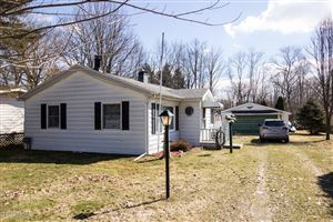 Photo of 46123 Lakeview Drive, Decatur, MI 49045 (MLS # 19011408)