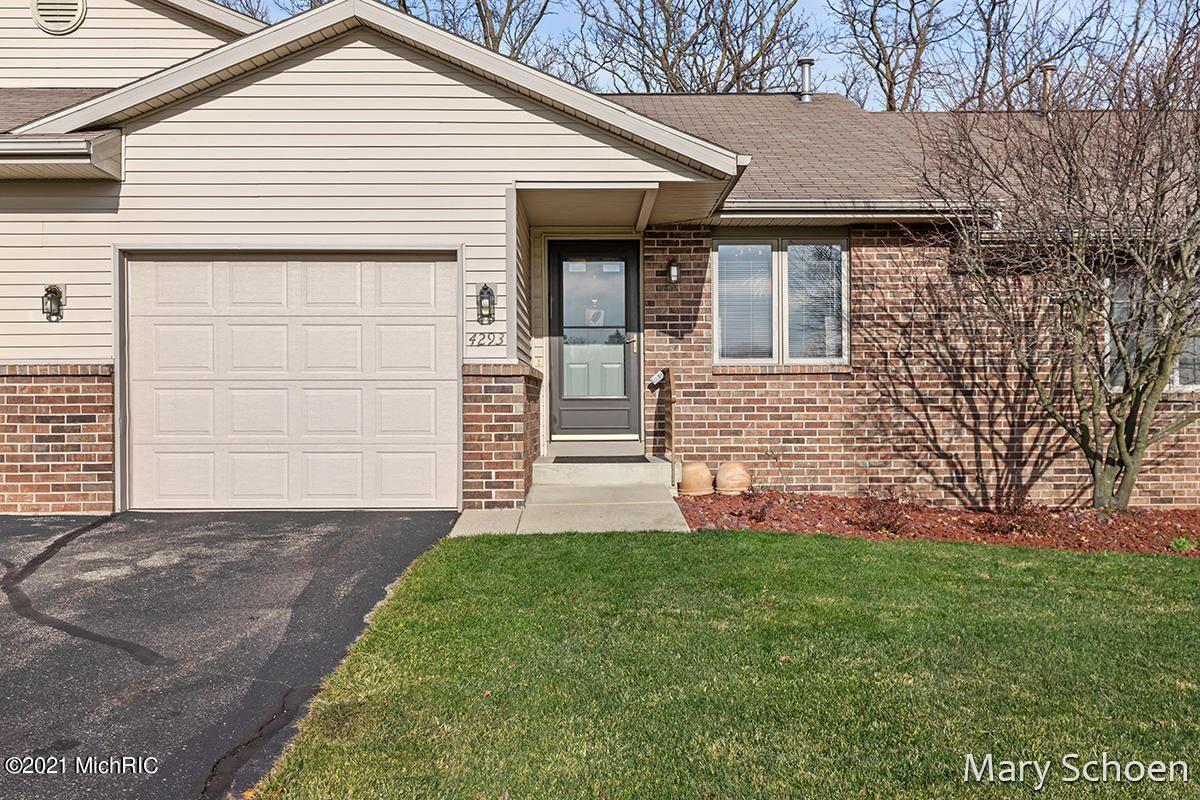 4293 Oakridge Drive NW, Grand Rapids, MI 49534 - MLS#: 21005415
