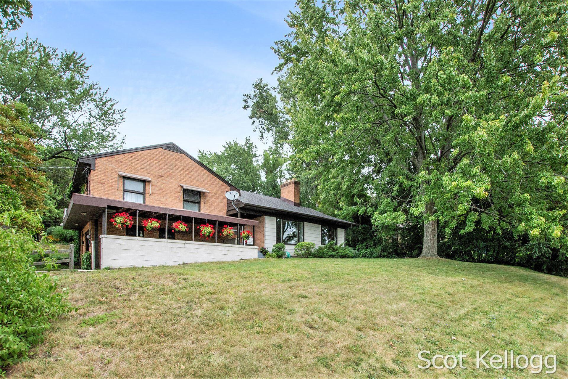 1624 Sylvan Avenue SE, Grand Rapids, MI 49506 - MLS#: 21104438