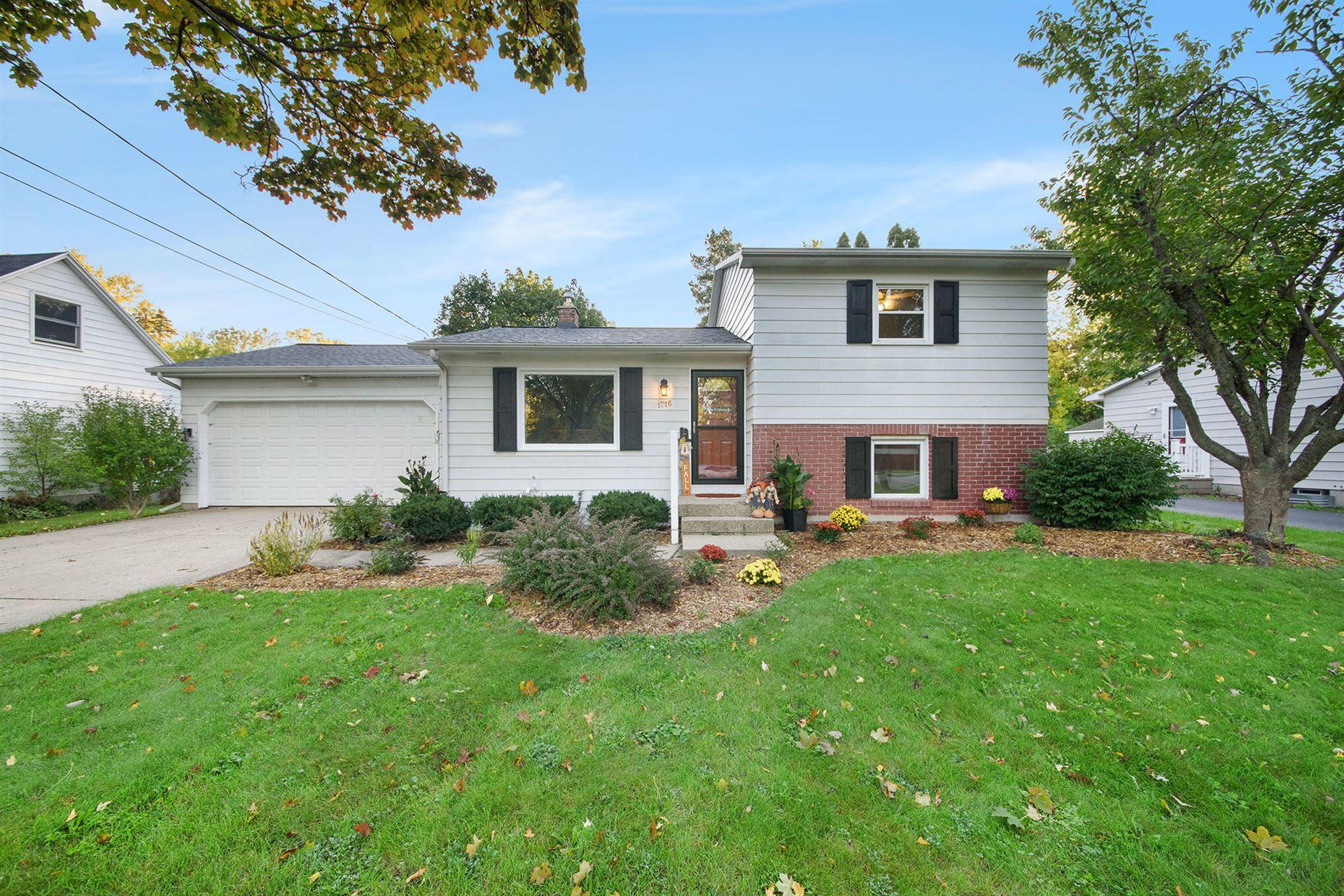 1716 Woodlawn Avenue SE, Grand Rapids, MI 49506 - MLS#: 21111441