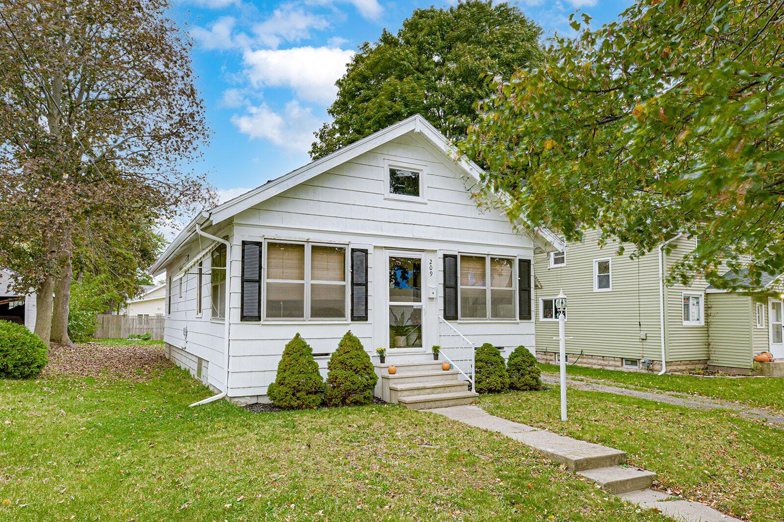 209 N Brown Street, Jackson, MI 49202 - MLS#: 21100491