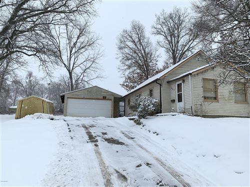 Photo of 405 Goguac Street W, Battle Creek, MI 49015 (MLS # 20005503)