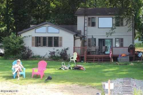 Photo of 24800 Lakeshore Drive, Dowagiac, MI 49047 (MLS # 19009522)