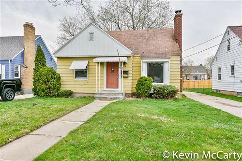 Photo of 1718 Fremont Avenue NW, Grand Rapids, MI 49504 (MLS # 21011525)