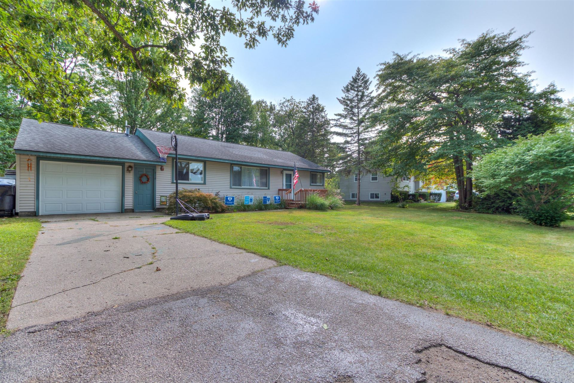 Photo of 2115 Marva Avenue Avenue, Muskegon, MI 49444 (MLS # 20038542)