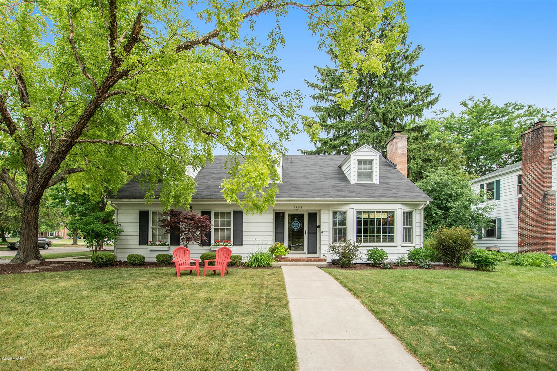 Photo of 1404 Sherwood Avenue SE, East Grand Rapids, MI 49506 (MLS # 20026558)