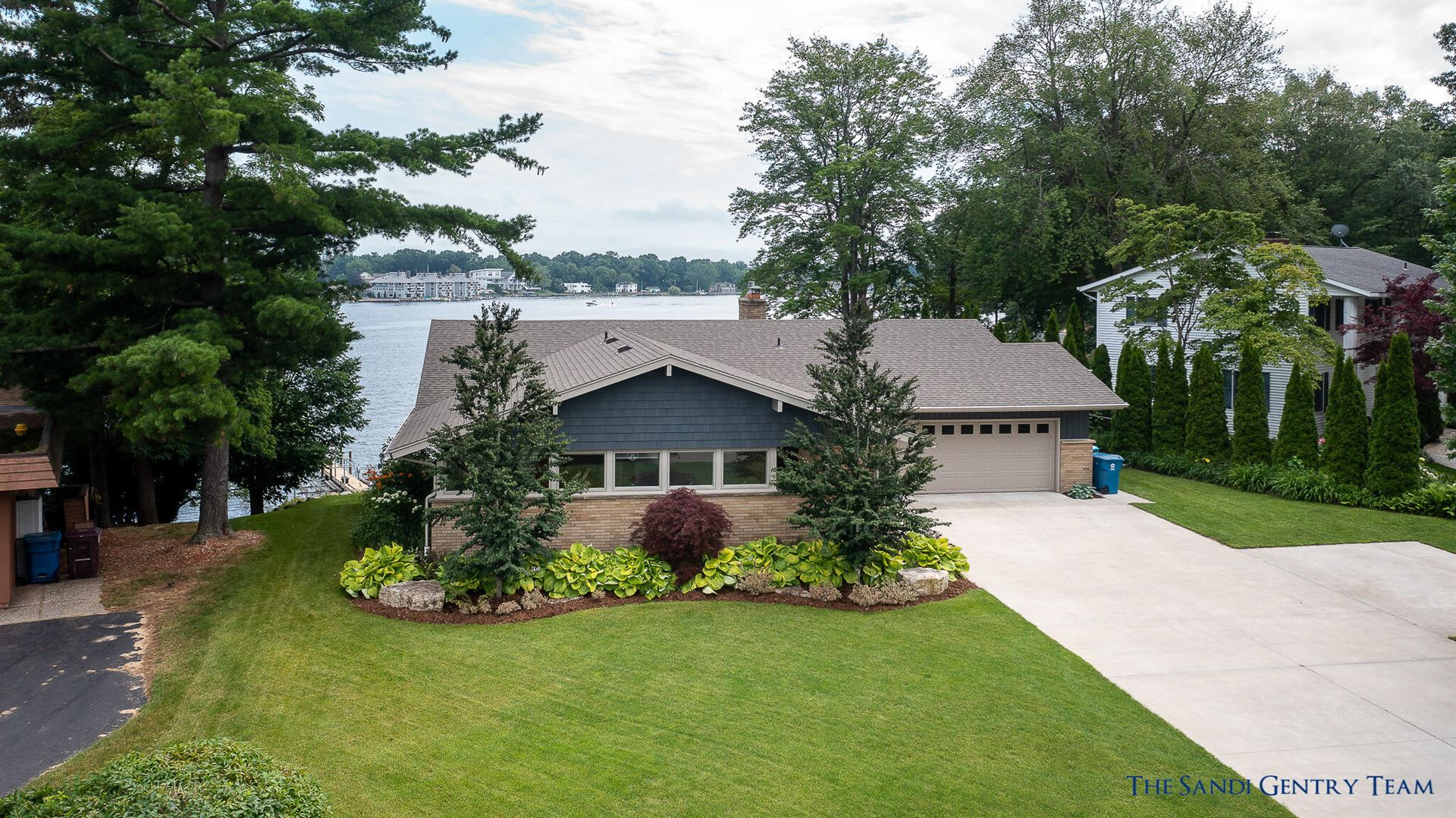 Photo of 16051 Lakepoint Drive, Spring Lake, MI 49456 (MLS # 21025604)