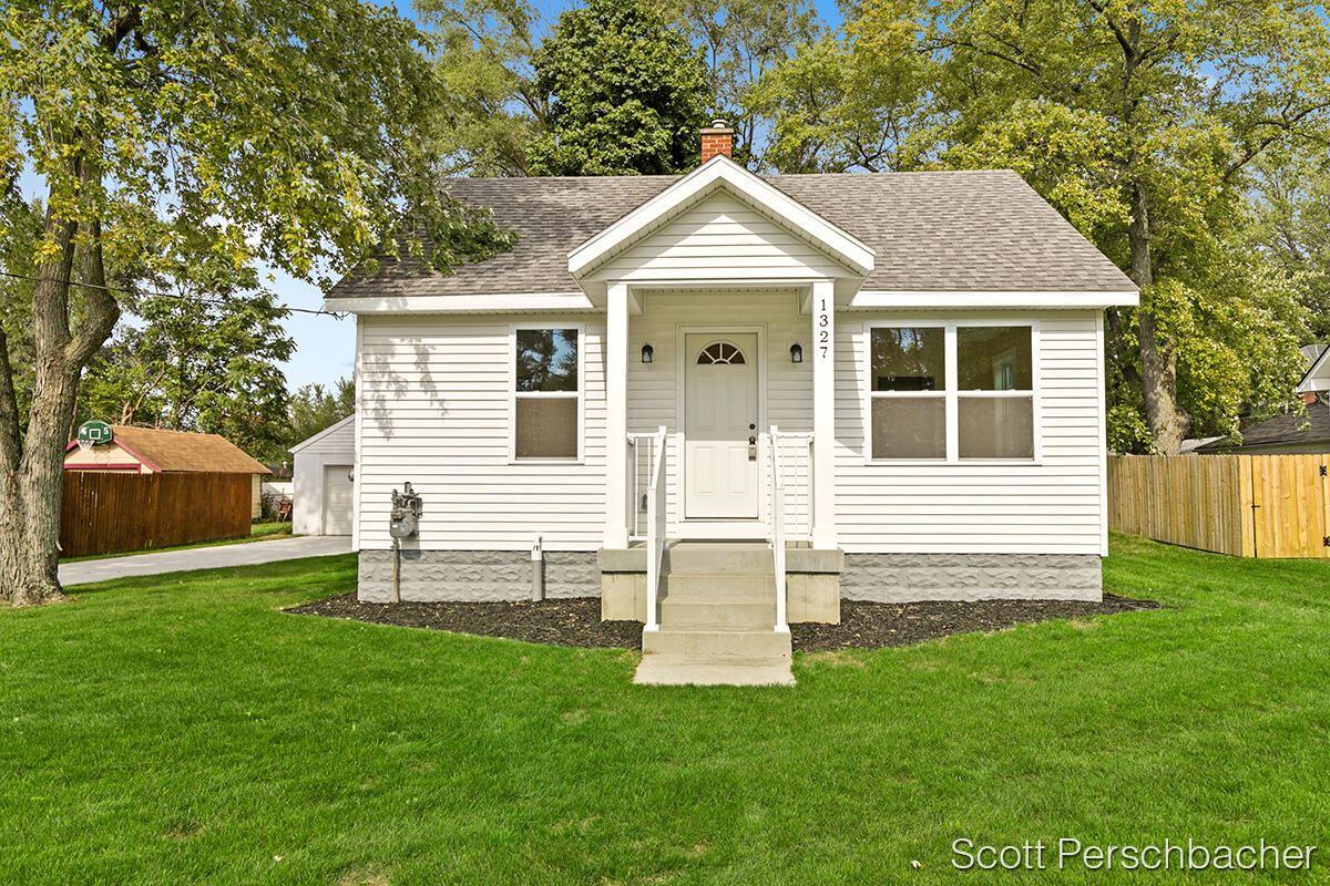 1327 Walnut Street NE, Grand Rapids, MI 49503 - MLS#: 21110608