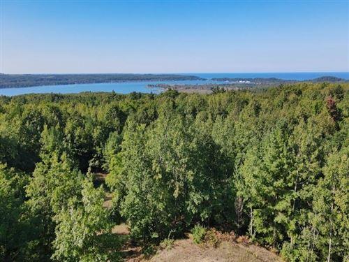 Photo of 9796 Emerald Ridge, Onekama, MI 49675 (MLS # 21105614)