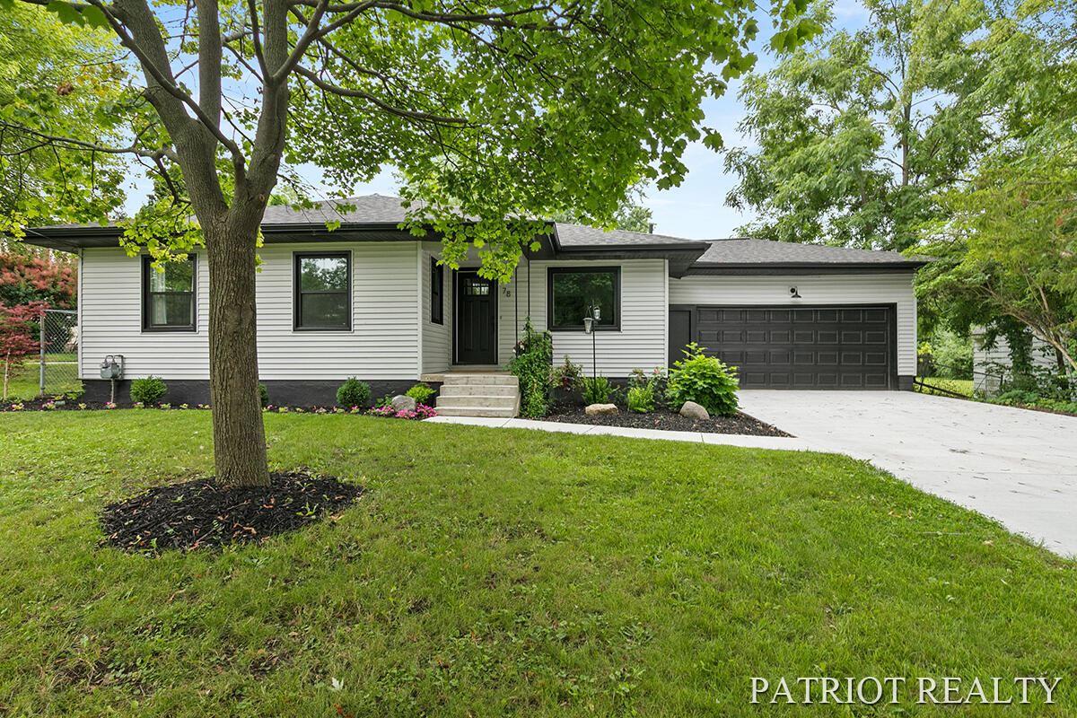 78 Lakeside Drive NE, Grand Rapids, MI 49503 - MLS#: 21097614