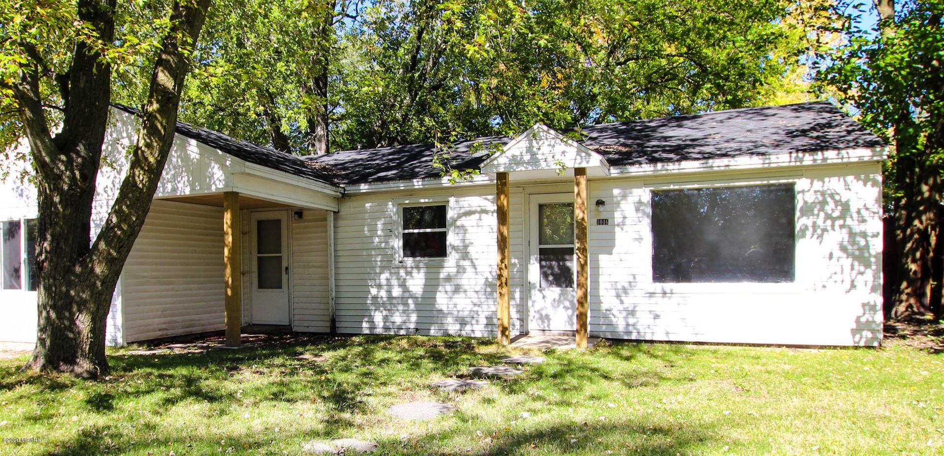 Photo of 1046 Windsor Avenue, Muskegon, MI 49441 (MLS # 21005632)