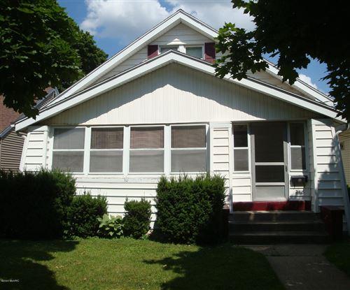 Photo of 218 Garfield Avenue SW, Grand Rapids, MI 49504 (MLS # 20025666)