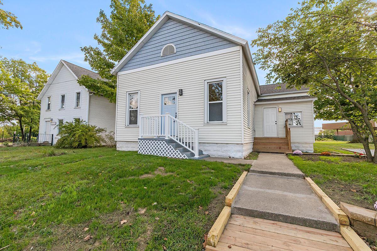 Photo of 314 Oak Street, Spring Lake, MI 49456 (MLS # 21110685)