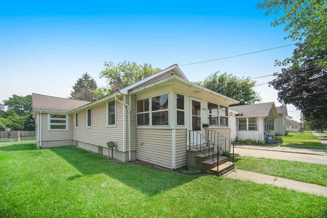 1307 WOODBRIDGE ST, Jackson, MI 49203 - MLS#: 21097699