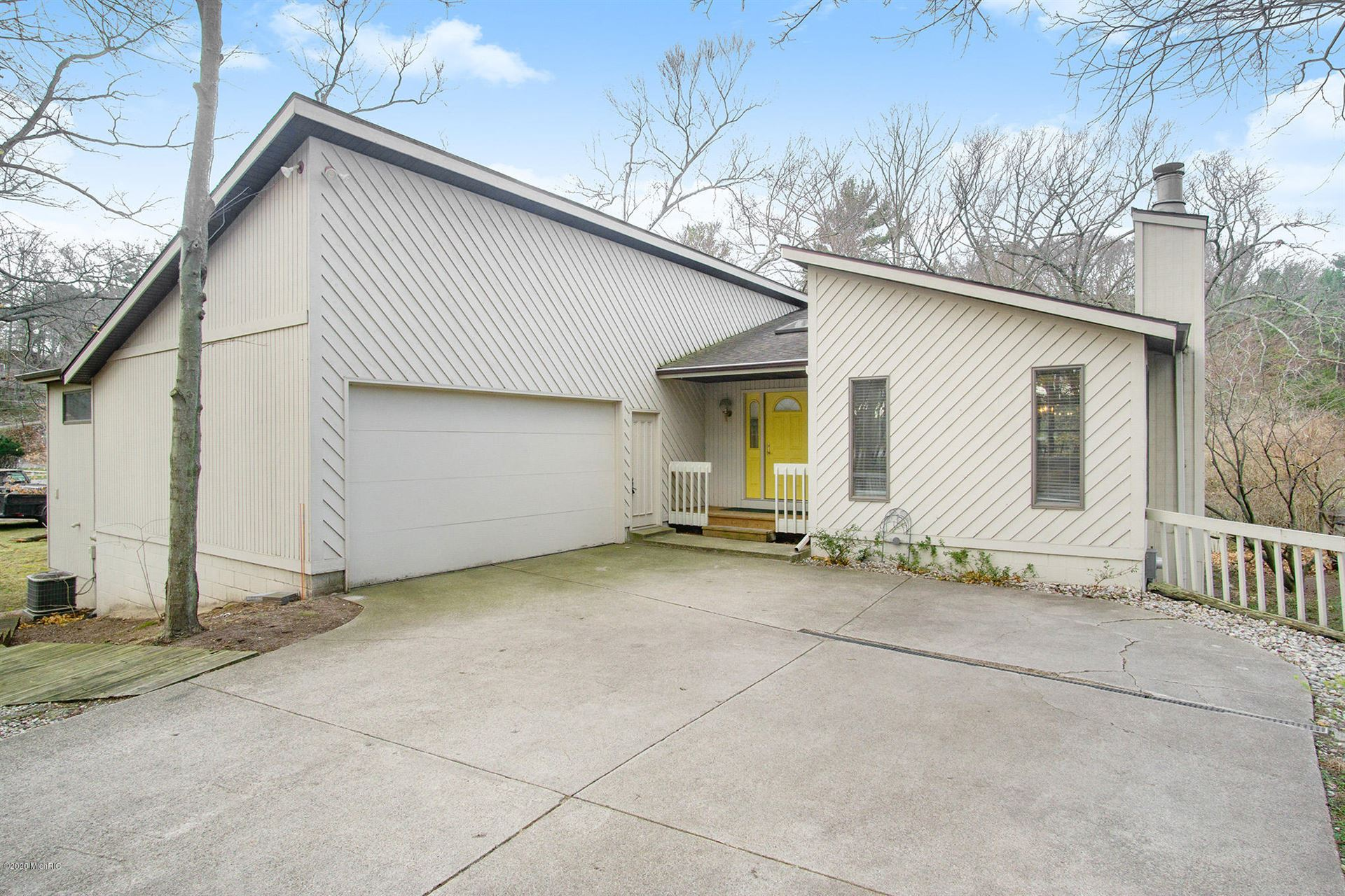Photo of 1625 Pineridge Drive, Grand Haven, MI 49417 (MLS # 20041708)