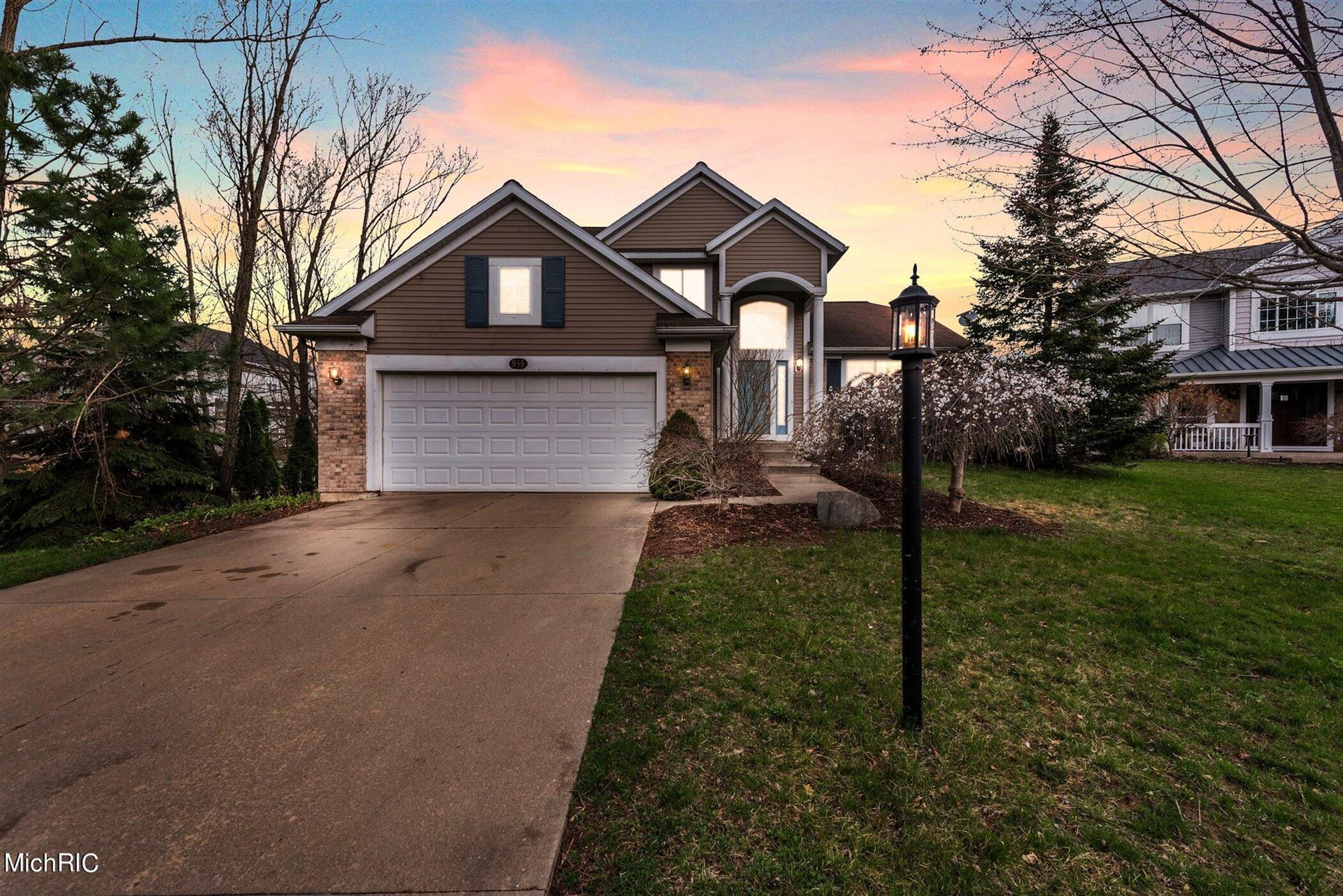935 Thornapple Club Court SE, Ada, MI 49301 - MLS#: 21005780