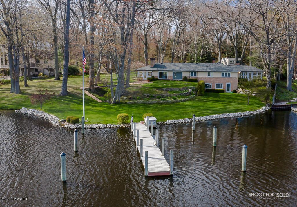 Photo of 2955 Willis Drive, Spring Lake, MI 49456 (MLS # 20015800)