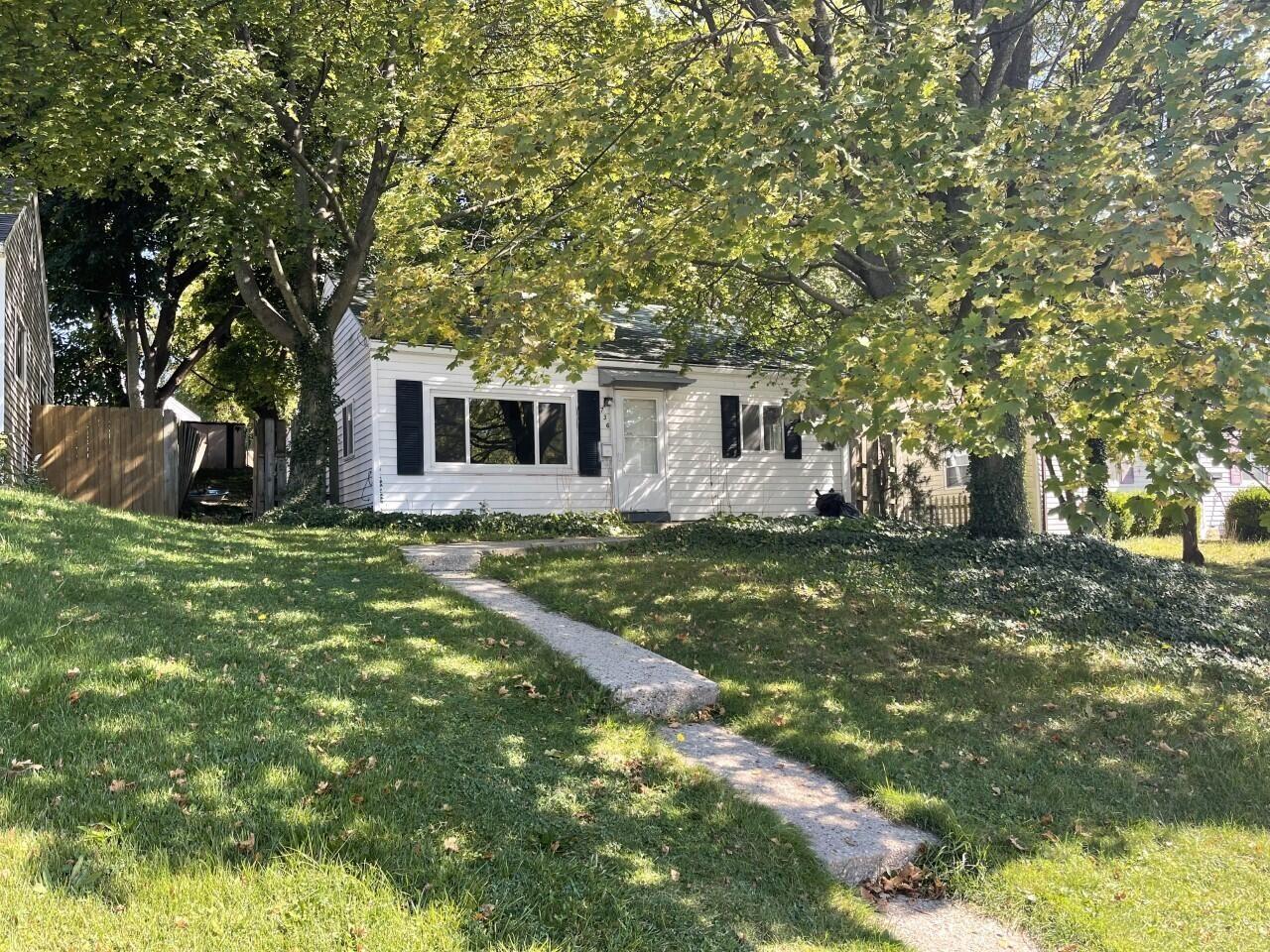 736 Emerald Avenue NE, Grand Rapids, MI 49503 - MLS#: 21110800