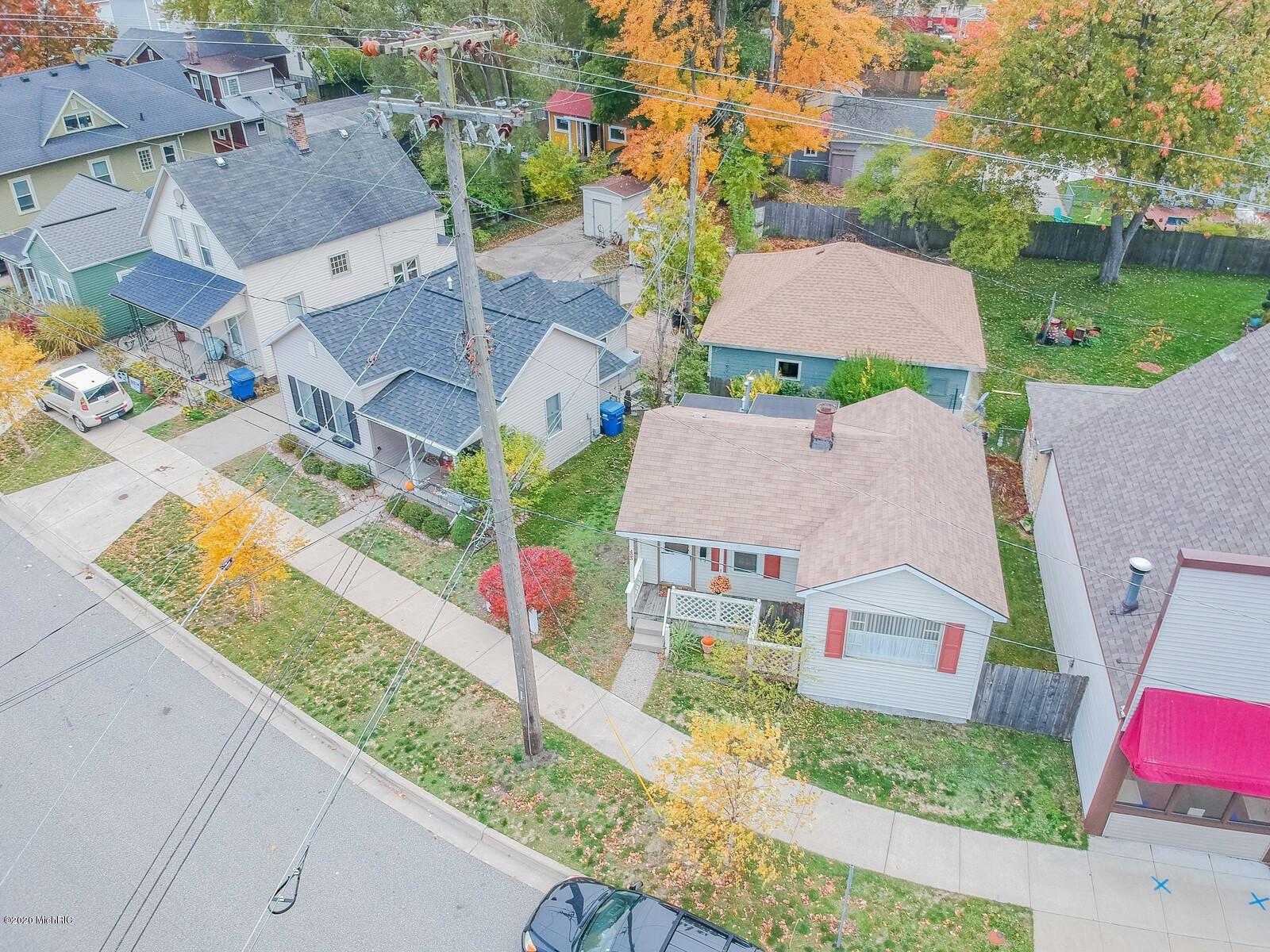 Photo of 423 N 6th Street, Grand Haven, MI 49417 (MLS # 20045852)