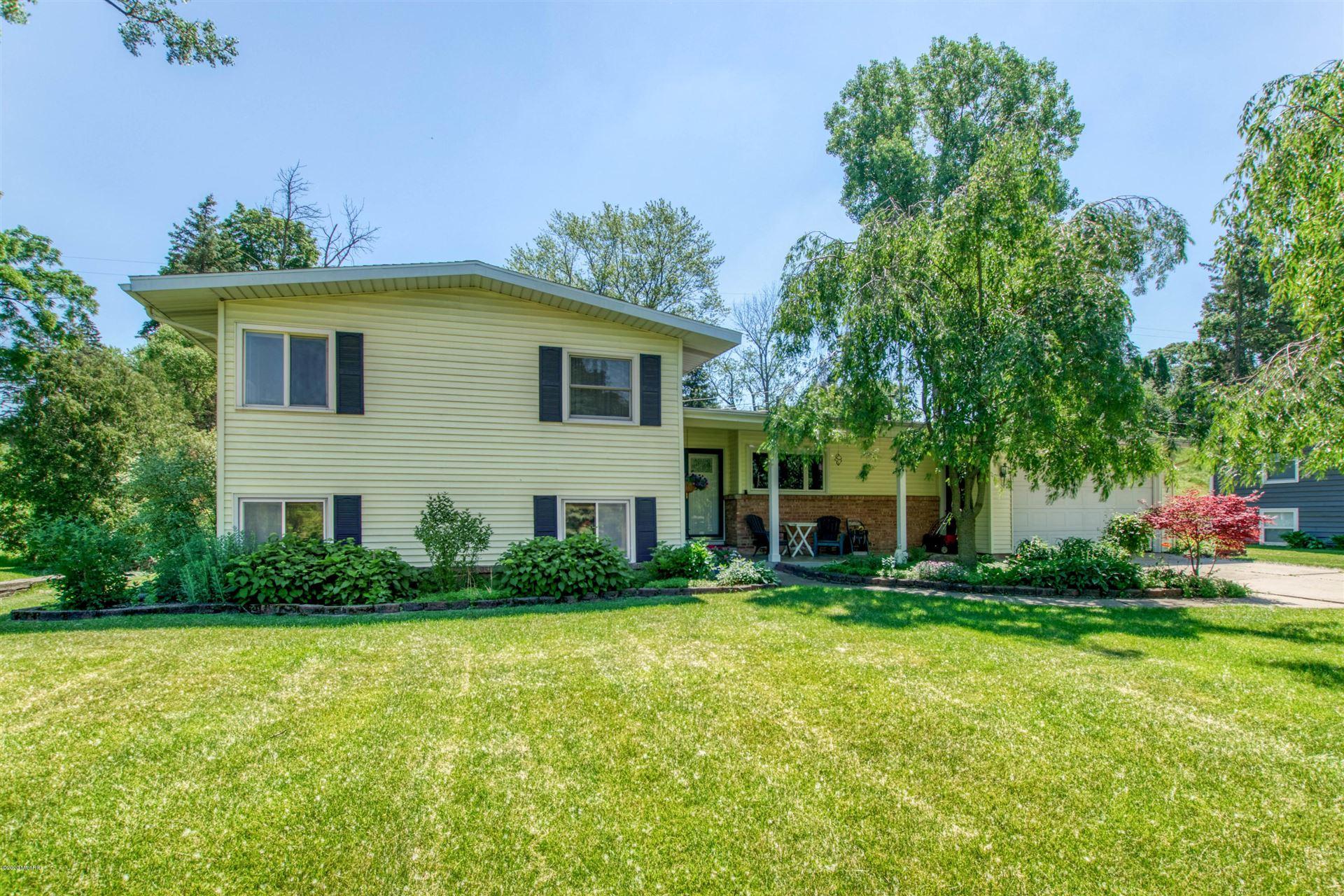 Photo of 116 Robinhood Drive NE, Grand Rapids, MI 49546 (MLS # 20023865)