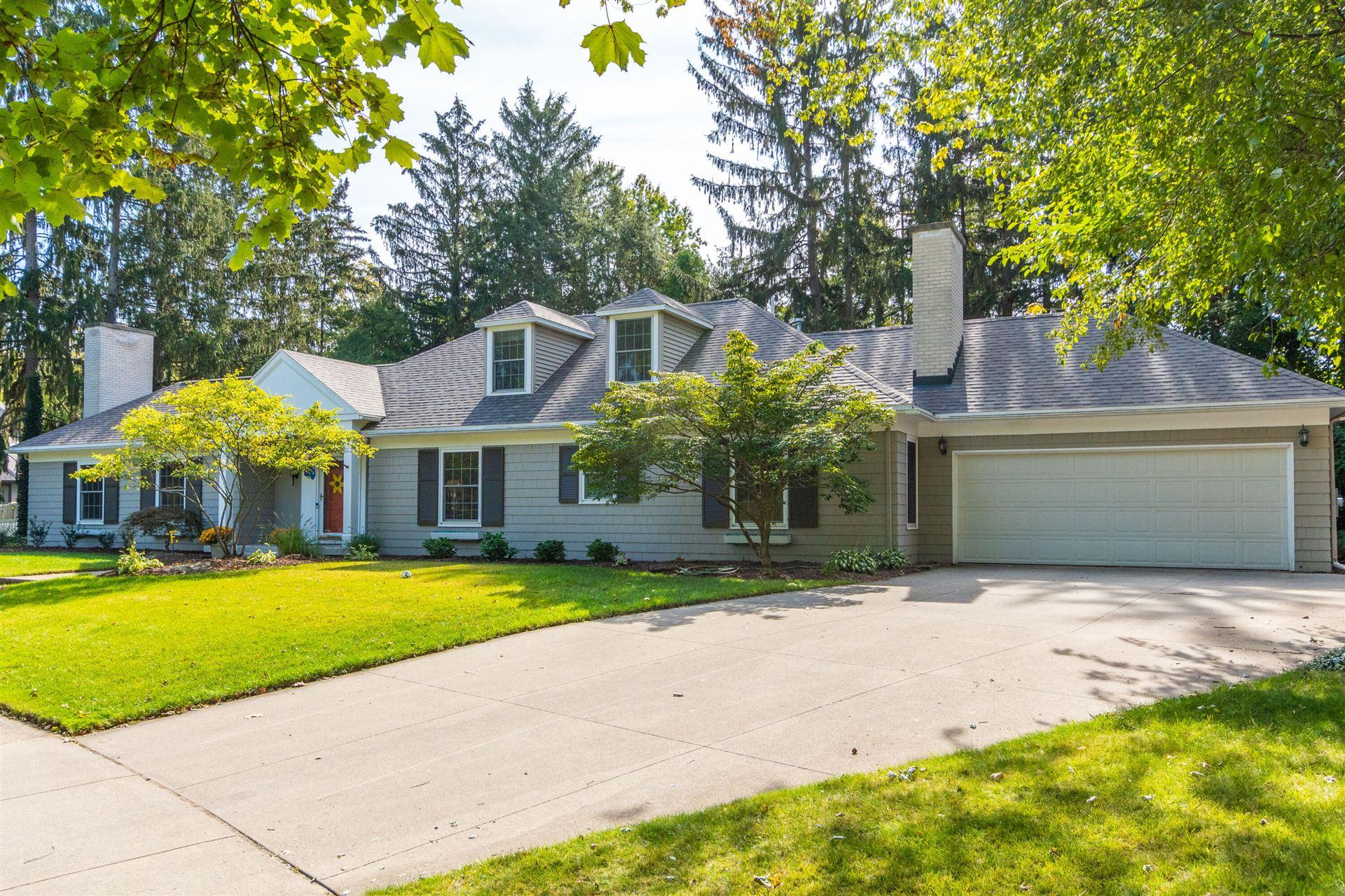 Photo of 536 Belvedere Drive SE, East Grand Rapids, MI 49506 (MLS # 21024874)
