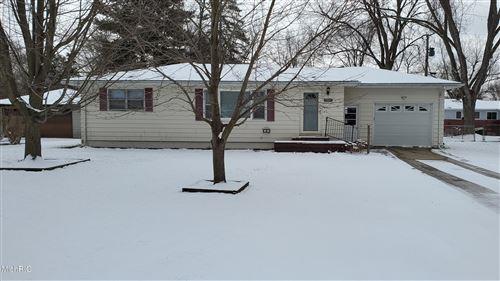 Photo of 980 Vinewood Drive, St. Joseph, MI 49085 (MLS # 21005901)