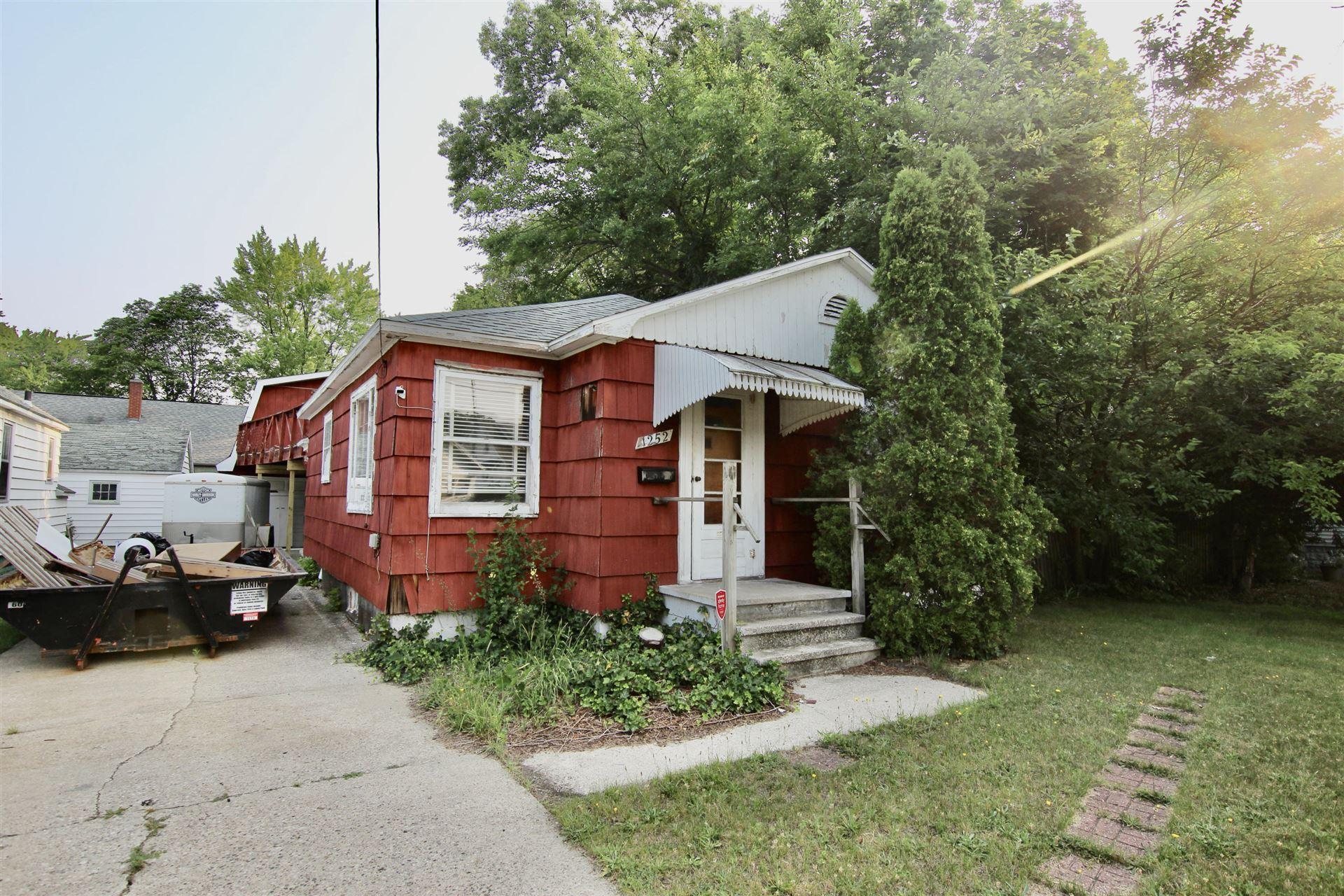 Photo of 1252 Evanston Avenue, Muskegon, MI 49442 (MLS # 21064933)