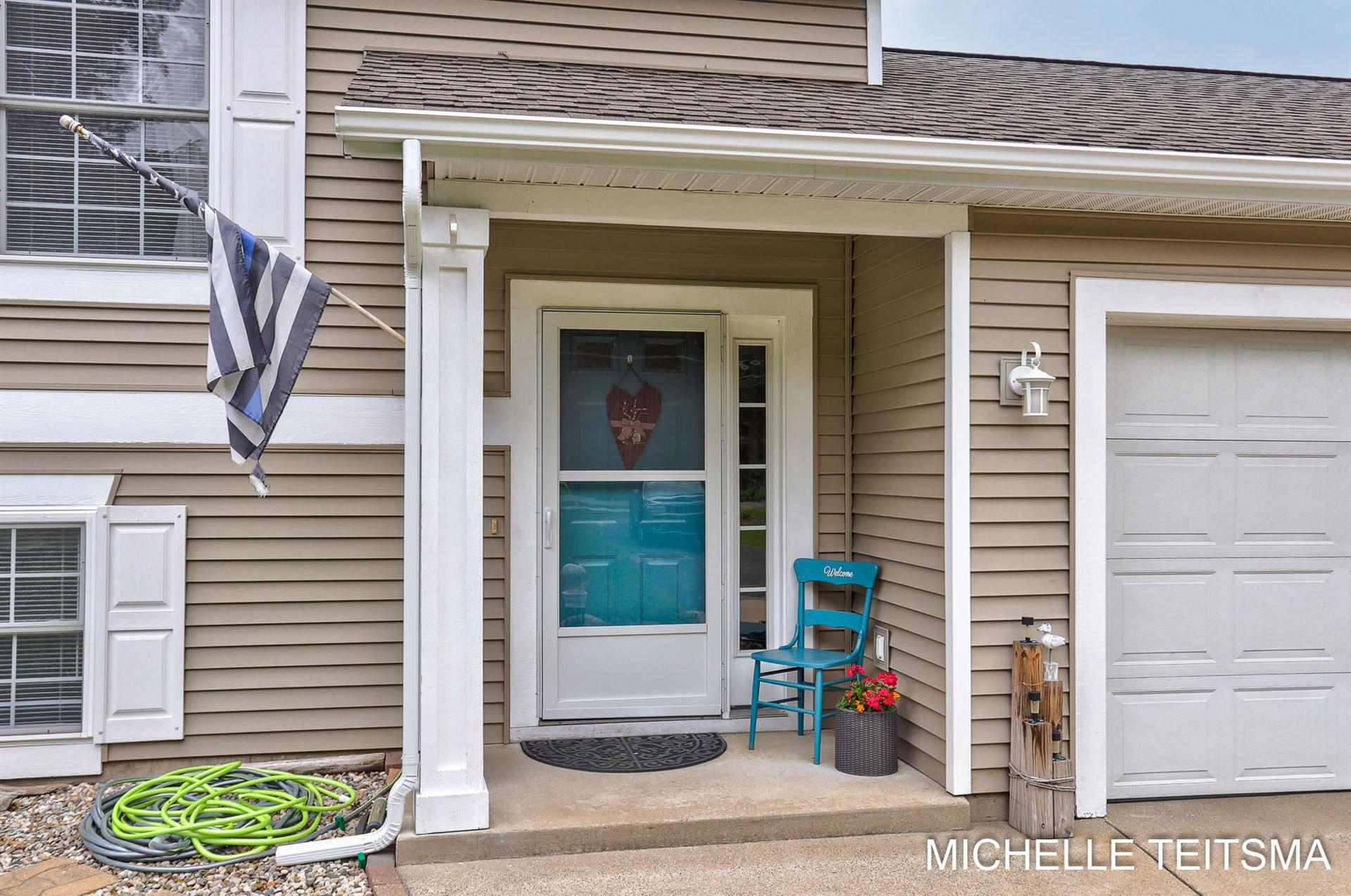 Photo of 15449 Comstock Street, Grand Haven, MI 49417 (MLS # 21026940)