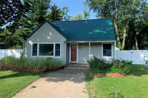 Photo of 12220 N Wolcott Avenue, Sawyer, MI 49125 (MLS # 21102953)