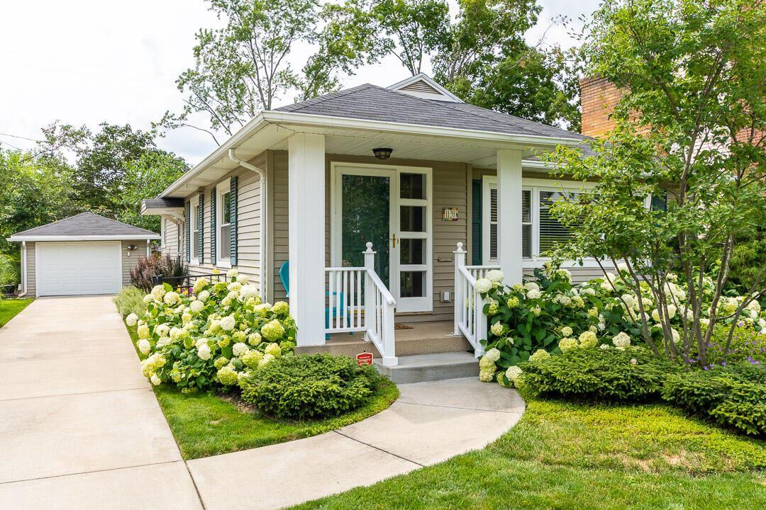 1139 Lake Grove Avenue SE, Grand Rapids, MI 49506 - MLS#: 21027953