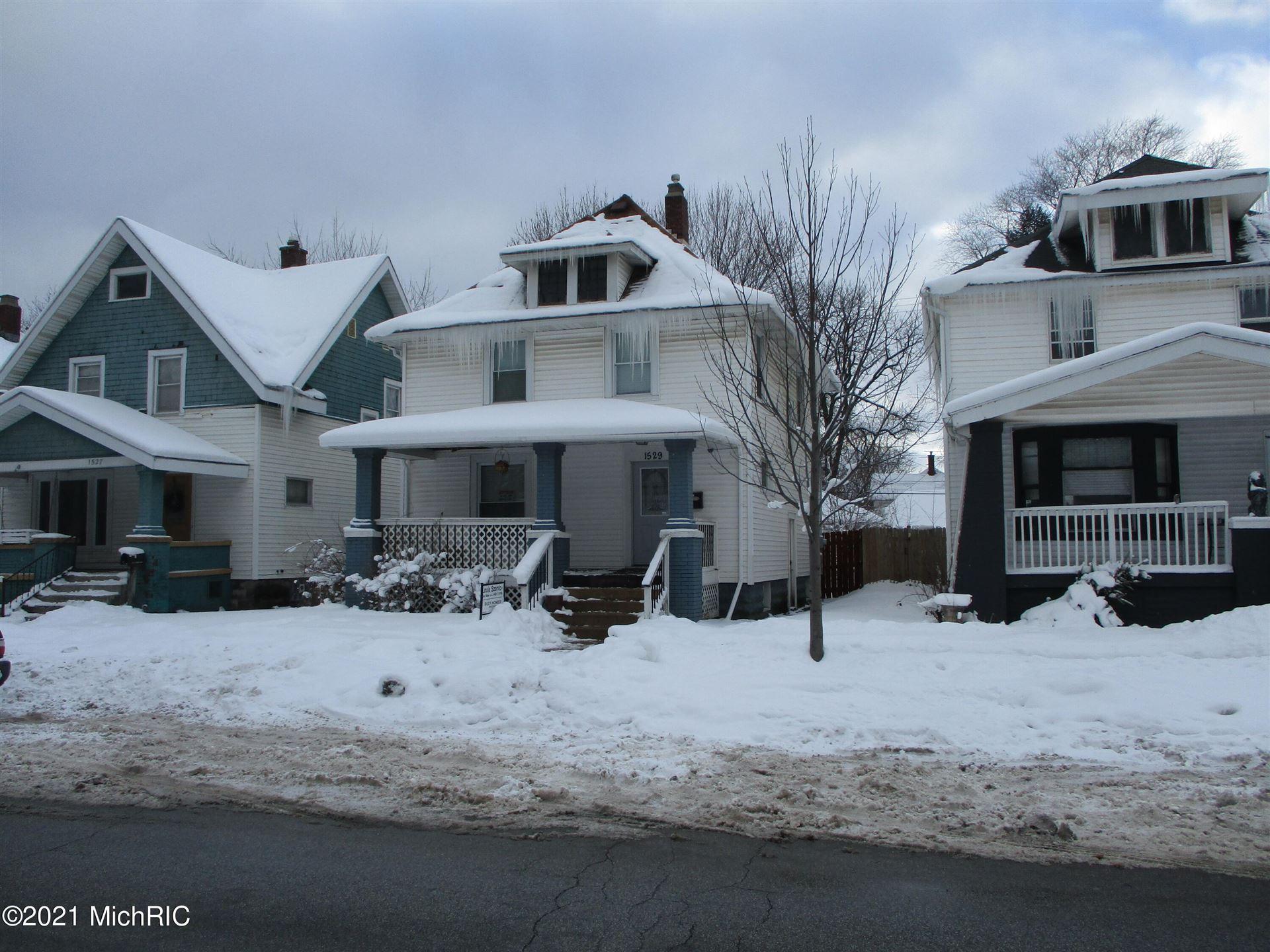 Photo of 1529 Turner Avenue NW, Grand Rapids, MI 49504 (MLS # 20051963)