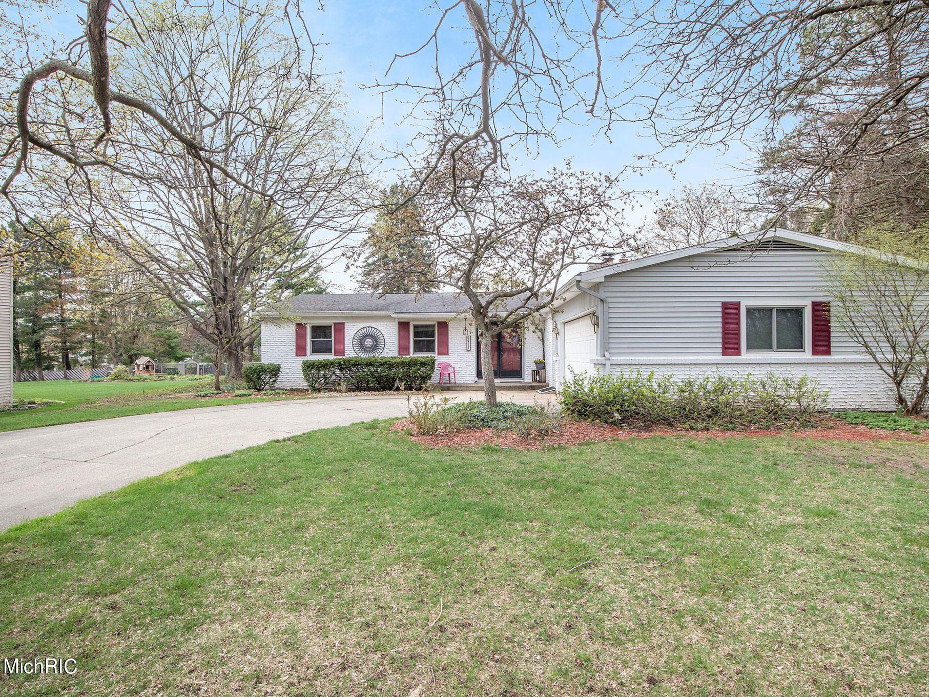 2416 Rockhill Drive NE, Grand Rapids, MI 49525 - MLS#: 21011978
