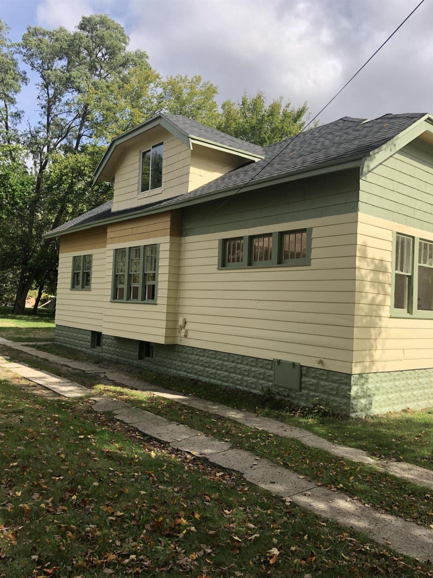 Photo of 594 Oak Avenue, Muskegon, MI 49442 (MLS # 21110982)